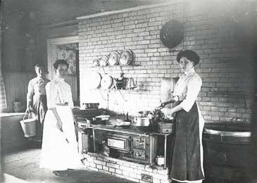Ruokalan keittiö Vaasassa 1900-luvun vaihteessa. Kuva: Pohjanmaan museon arkisto.